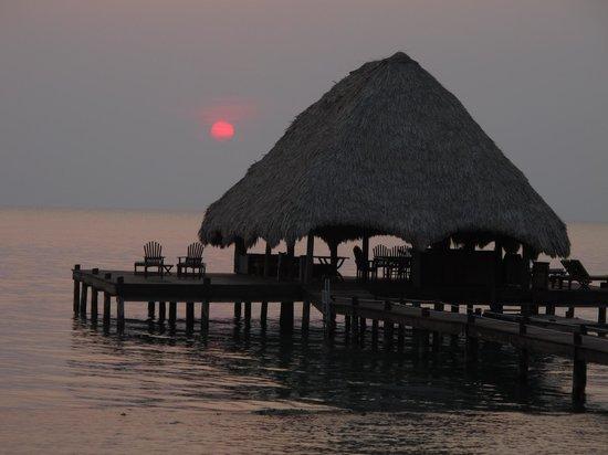 Robert's Grove Beach Resort: The little hut at the end of the pier