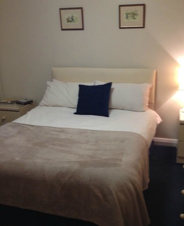 Newent Golf Club and Lodges: Smaller Double Room