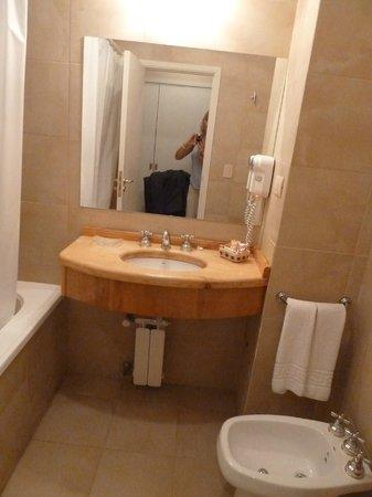 Terrazas del Calafate Hotel : Baño limpio y prolijo