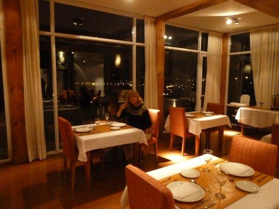 Terrazas del Calafate Hotel : Comedor con vista al lago