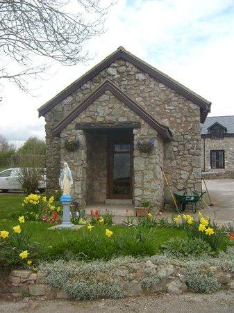 Tea Rooms: Small chapel of rest ..