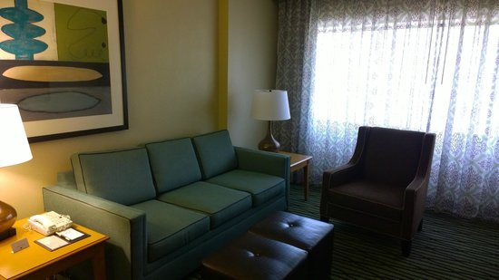 DoubleTree Suites by Hilton Orlando - Disney Springs Area: Living room