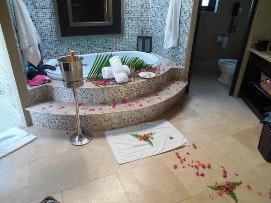 Sandals Grande St. Lucian Spa & Beach Resort: Our butler set up romantic bubble bath