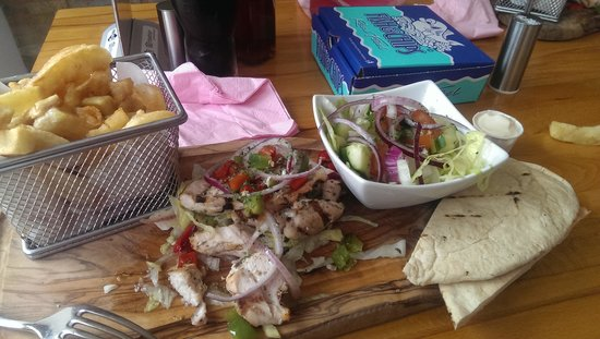 Fish & Grill: Chicken Kebab chips and salad