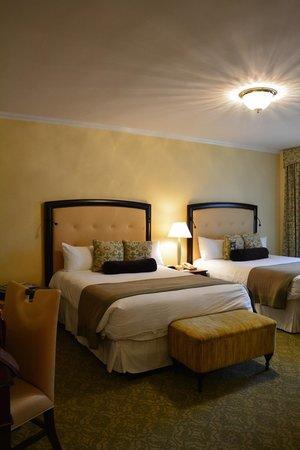 Omni Shoreham Hotel: Comfortable queen beds