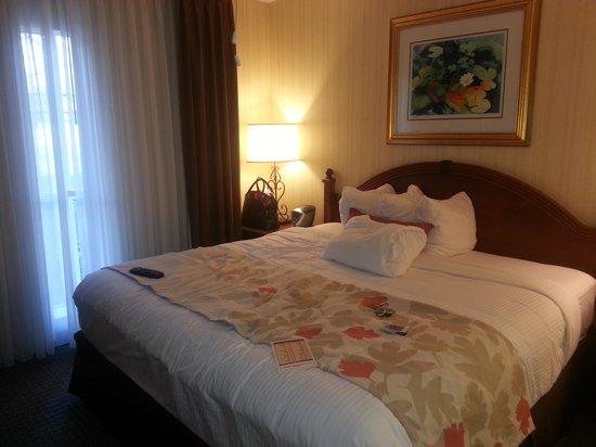 Hawthorn Suites by Wyndham Dallas Park Central : Huge bedroom