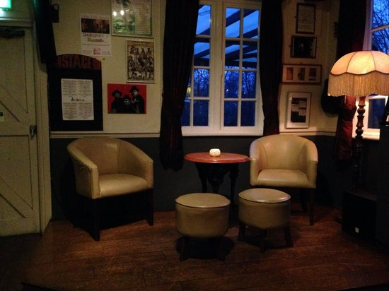 The Red Lion: Stage seating