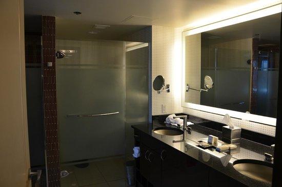 Elara by Hilton Grand Vacations: bathroom, toilet