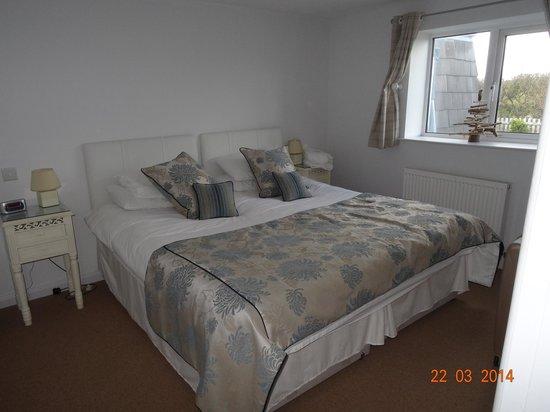Chesil Beach Lodge : En suite bedroom
