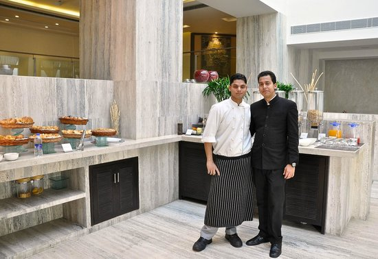 The Lalit New Delhi: Club Room Breakfast with Manoj and his friend, one of the cooks