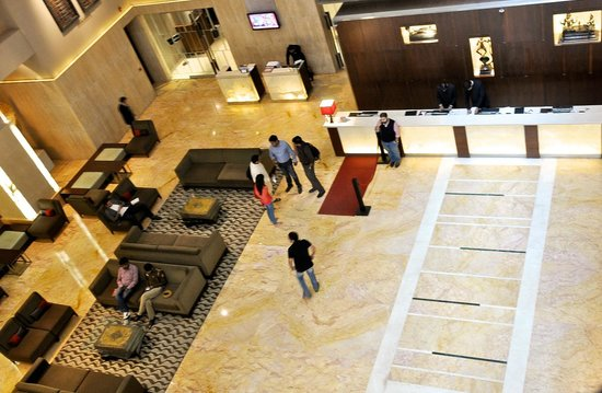 The Lalit New Delhi: Lobby and Checkin area