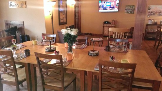 Cedar House on Sound B&B: Ready for a hearty breakfast