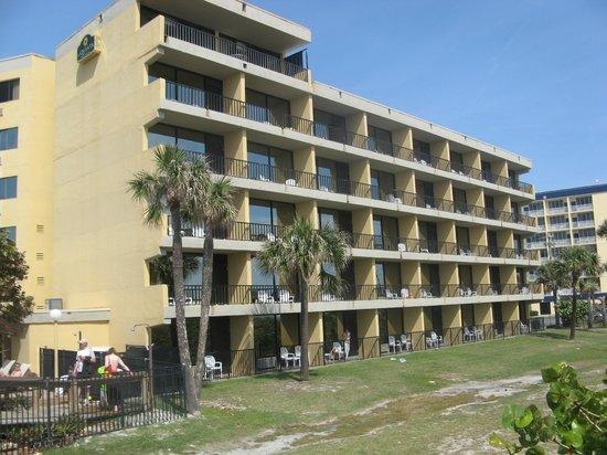 La Quinta Inn & Suites Cocoa Beach Oceanfront: the hotel