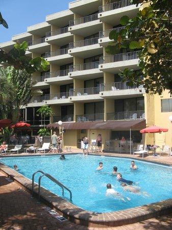 La Quinta Inn & Suites Cocoa Beach Oceanfront: the pool area