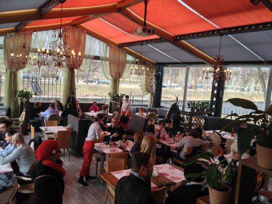 Park Dzhuzeppe: Restaurant area