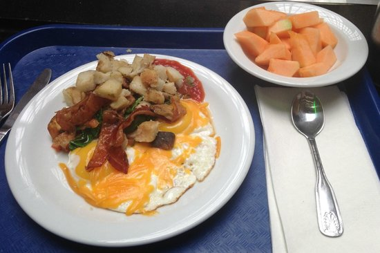 Embassy Suites by Hilton Washington D.C. Georgetown : YUMMY MADE TO ORDER OMLETE & HASH BROWNS & BACON