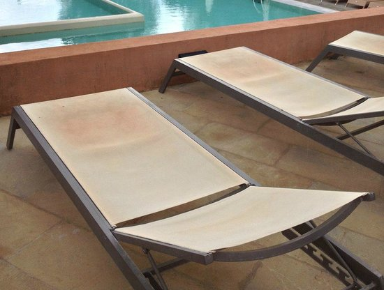 SENSIMAR Grand Mediterraneo Resort & Spa by Atlantica: ALL sun loungers all dirty and stained