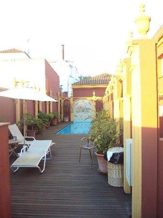 Hotel Huerta Honda: Piscina y solarium en la azotea del hotel.