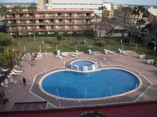 Hotel Helios Mallorca: La piscina, algo pequeña.