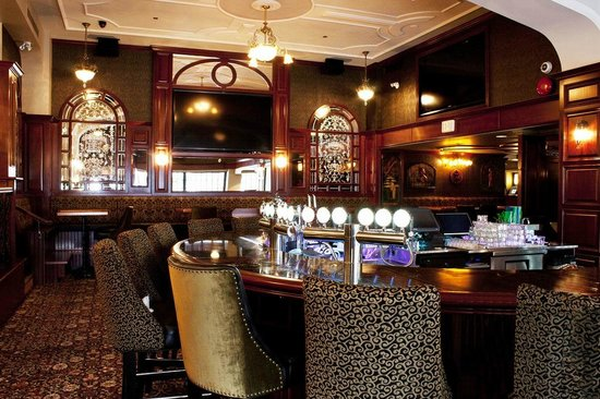 The Strathcona Hotel: Sticky Wicket Pub