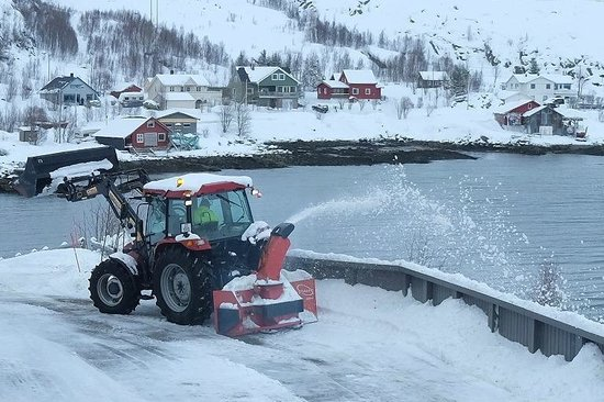 Ersfjordbotn Kystferie: Keeping the road cleared by a snowplough near the cabins