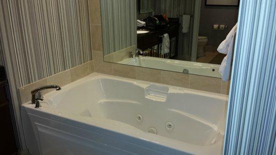 Caesars Palace: tub