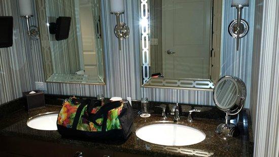 Caesars Palace: bath room