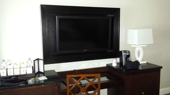 Caesars Palace : in frame flat screen tv