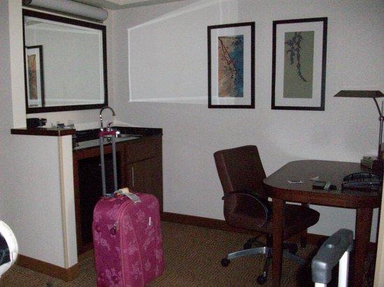 Hyatt Place Miami Airport-West/Doral: Cozinha junto com a sala