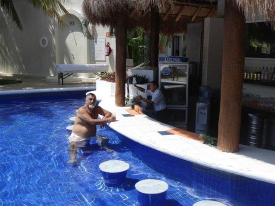 Laguna Suites Golf & Spa: Piscina - Bar