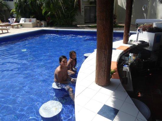 Laguna Suites Golf & Spa: Piscina