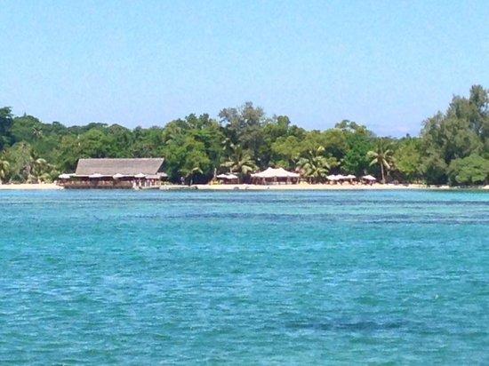 Erakor Island Resort & Spa: The restaurant and Calypso beach