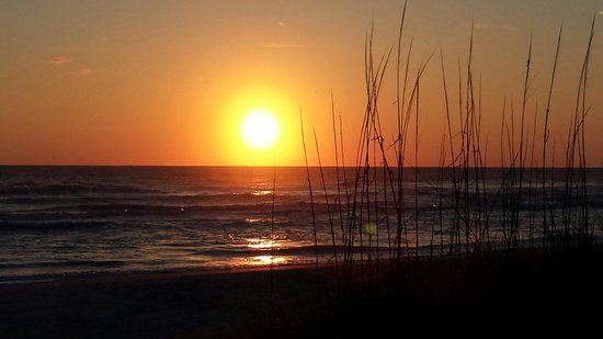 Gulf Tides of Longboat Key: Can't wait for the next sunset.  They're so beautiful..