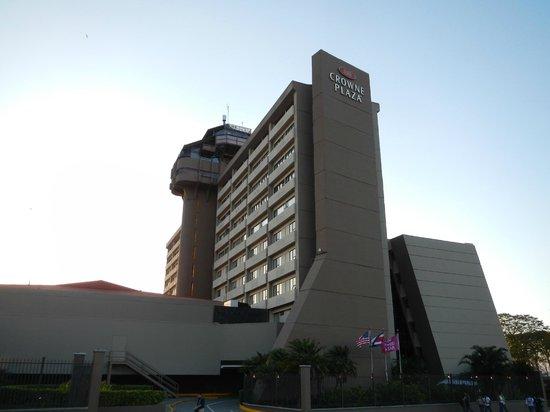 Crowne Plaza Hotel Corobici : Hotel desde la cera de enfrente
