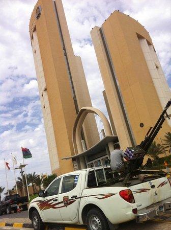 Corinthia Hotel Tripoli: Un hôtel sous haute protection….