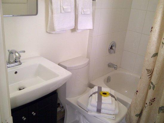 Lord Nelson Motel: Bath