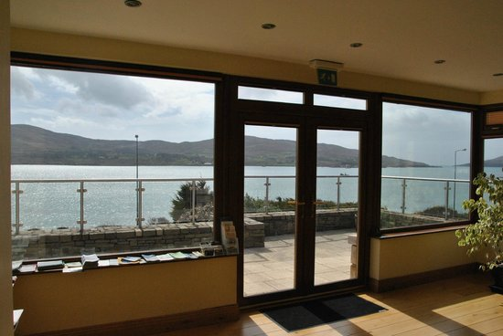 Sea Breeze Bed & Breakfast: View from the salon to Bere Island - stunning!