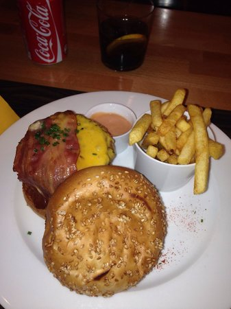 Casa Milano : Classic Bacon Cheeseburger & Fries.