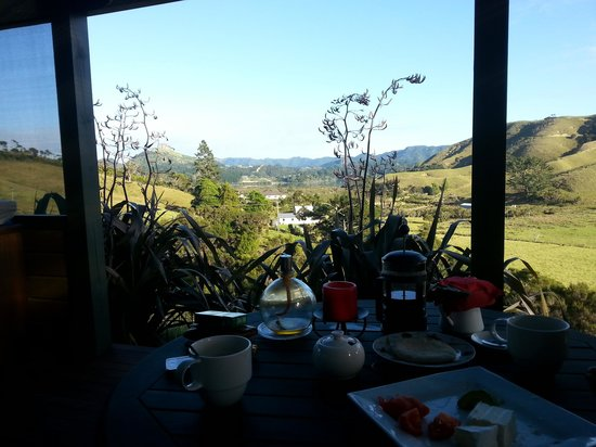 Coastal Chalet Suites: breakfast in heaven