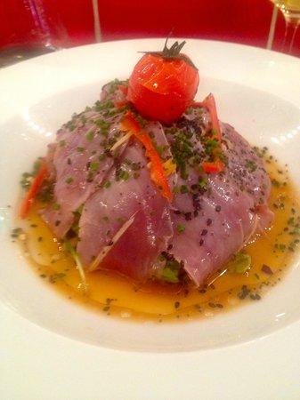 Casa Milano : Carpaccio de thon sauce aigre douce sur nid de roquette et tomate confite : DIIIvin