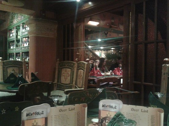 Indio Feliz Restaurant Bistro: Visão interna superior