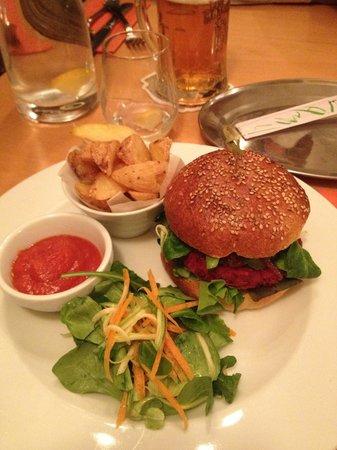 Estrella restaurant: Veggie burger :)