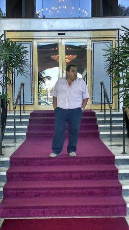 Miami Beach Resort and Spa: En la entrada del Hotel