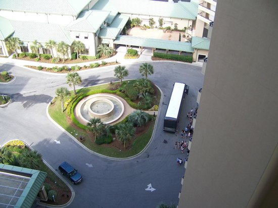 Royale Palms Condominiums by Hilton: Loud buses unloading