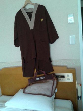 Nagoya B's hotel : The linen kit bag and the pyjamas