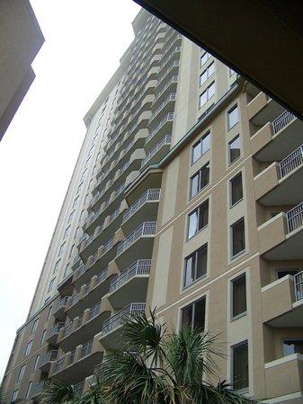 Royale Palms Condominiums by Hilton: Building