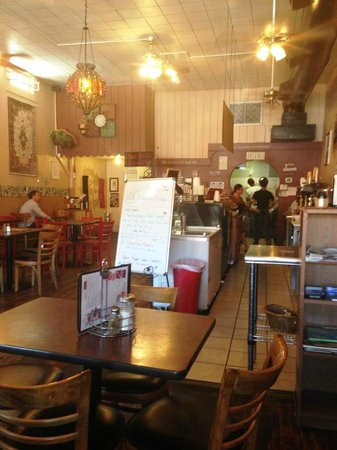 Bedoian's Bakery & Bistro : Clean with good service !!!