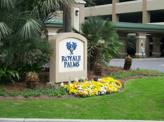 Royale Palms Condominiums by Hilton : Entrance