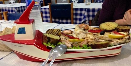 A Traineira Restaurante e Cervejaria: Peixe fresco escalado em traineira