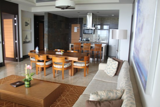 Grand Luxxe at Vidanta Nuevo Vallarta: Living area and kitchen